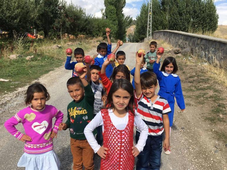 """""""Mutlu Yüzler Hareketi"""" çocukların mutluluğunu amaçlıyor"""