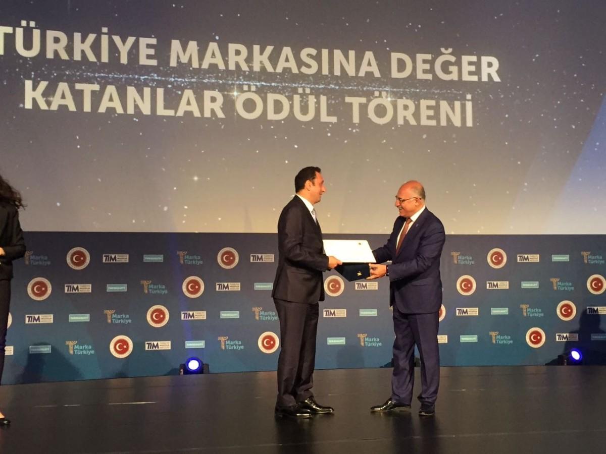 """Türkiye'nin """"Katma Değer Üreten Marka Ödülü"""" VSY B..."""