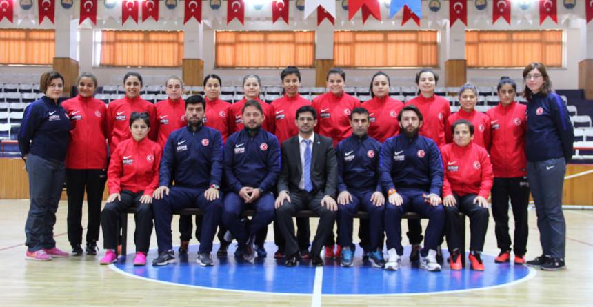 Adore Mobilya'dan İşitme Engelliler Kadın Futsal Milli Takımı'na destek