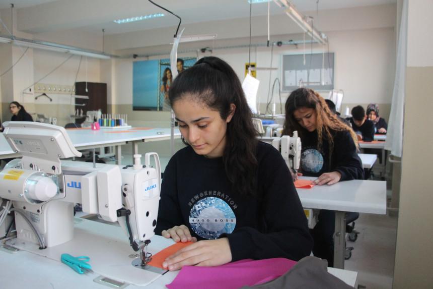 İzmir'de Mesleki Eğitime HUGO BOSS Desteği