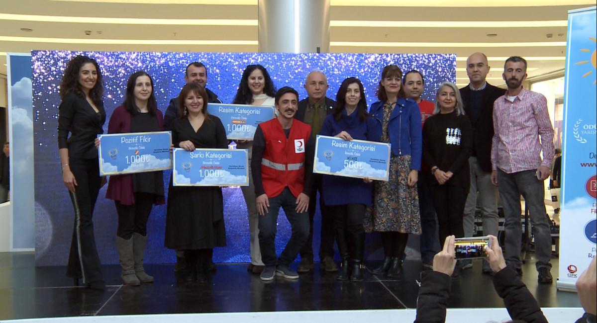 'Pozitif Günler' Bursa ve Mersin'deki ödül törenle...